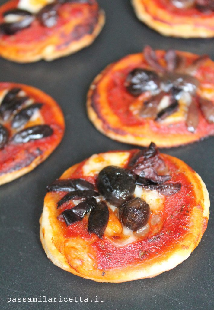 pizzette ragno halloween ricetta facile veloce