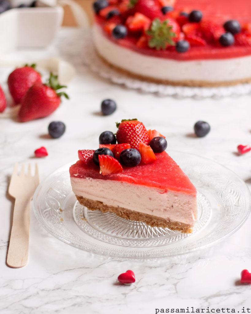 torta fredda alle fragole e yogurt senza cottura