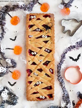 crostata mummia per halloween con marmellata