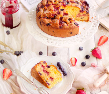 torta fragole mirtilli e confettura senza burro