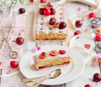 crostata con crema frangipane e ciliegie