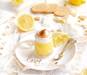 meringata al limone in bicchiere dessert estivo
