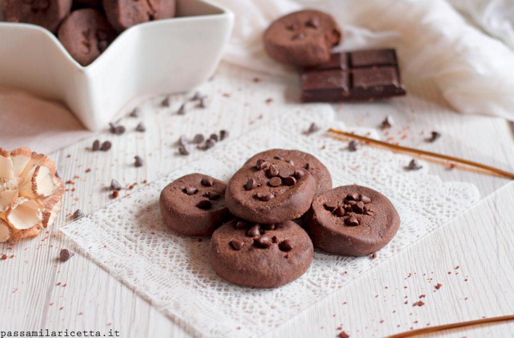 biscotti al cioccolato al microonde senza uova e burro