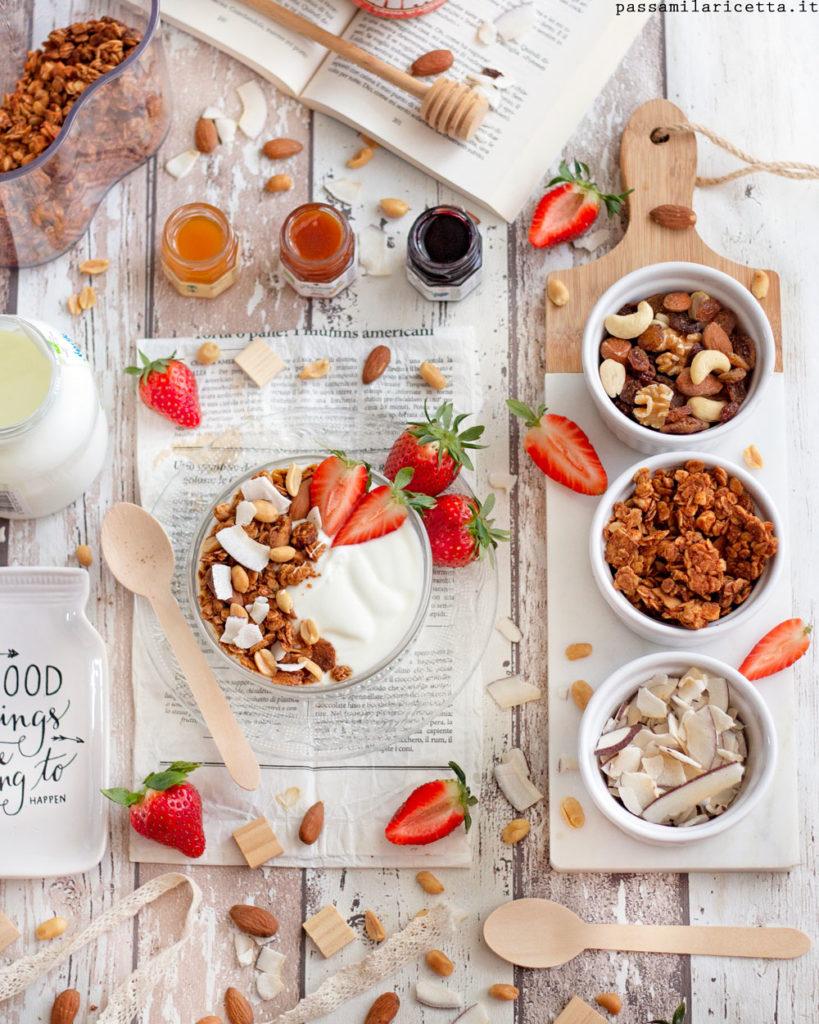 granola al burro di arachidi e cocco per la colazione